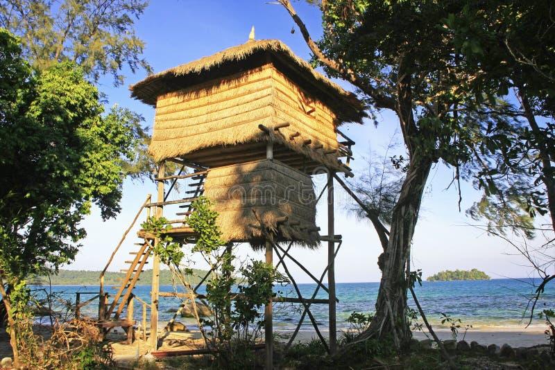 Pavillon de cabane dans un arbre, île de Koh Rong, Cambodge images libres de droits