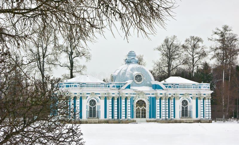 Pavillon de grotte dans Tsarskoe Selo photographie stock