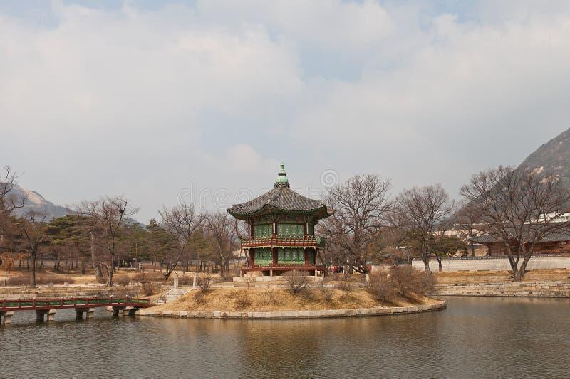 Pavillon de Hyangwonjeong de palais de Gyeongbokgung à Séoul, Corée photo libre de droits