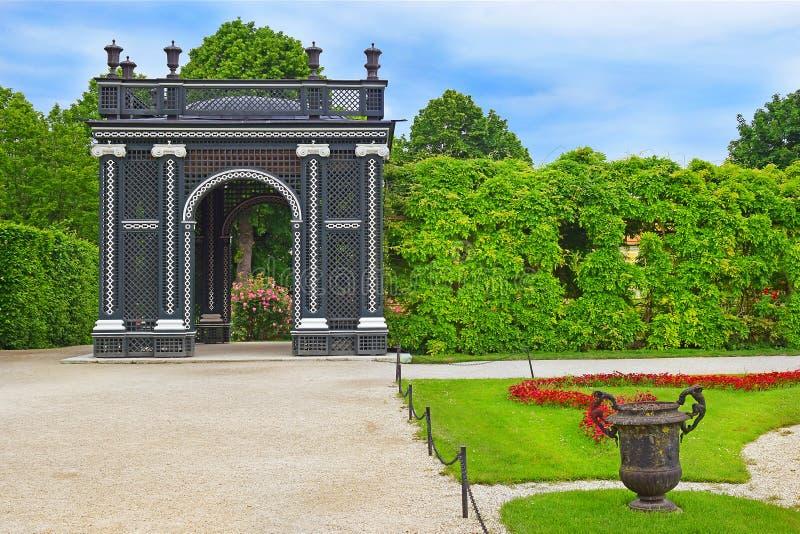 Pavillon de Kammergarten en parc de Schonbrunn, Vienne photographie stock libre de droits