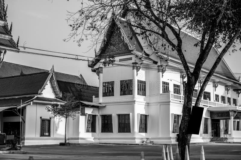Pavillon de temple avec l'arbre dans le temple, ton noir et blanc image stock