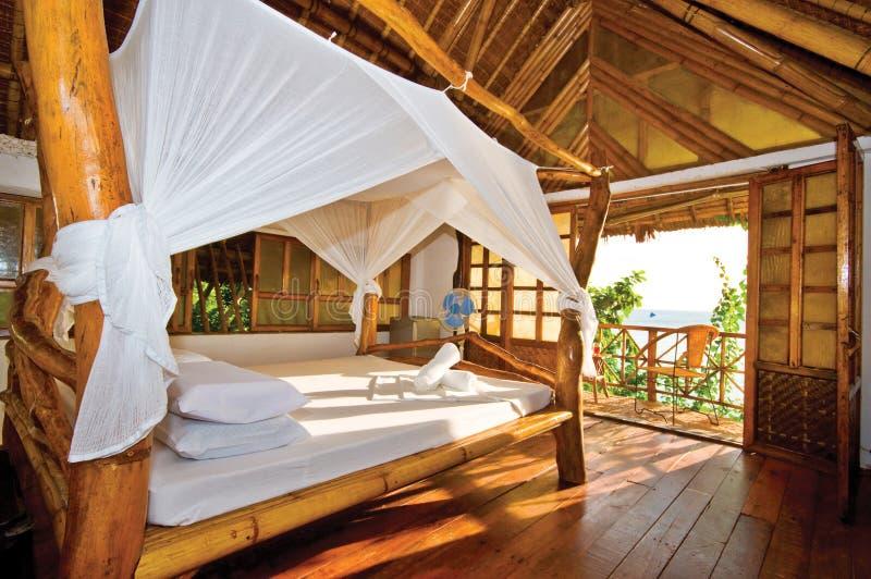 Pavillon en bois avec Seaview parfait images stock