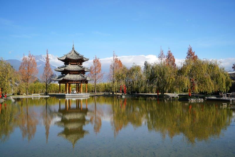 Pavillon et Jade Dragon Snow Mountain images libres de droits