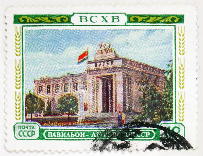 Pavillon of the Lithuanian SSR, All-Union Agricultural Exhibition (BCXB) serie, circa 1955. MOSCOW, RUSSIA - AUGUST 4, 2019: Postage stamp printed in Soviet royalty free stock images