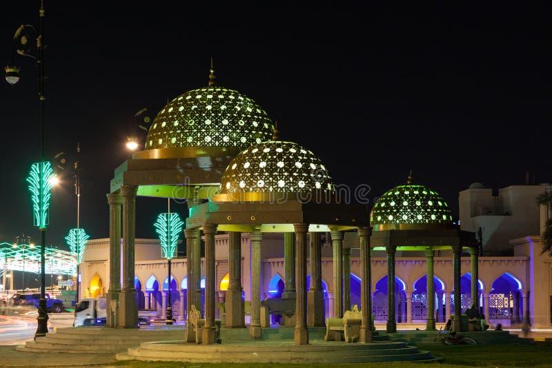 Pavillon in Muscat nachts, Oman lizenzfreie stockfotos