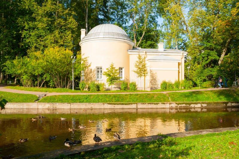 Pavillon nannte Cold Bath am Pavlovsk-Parkgebiet in Pavlovsk, St Petersburg, Russland stockfoto