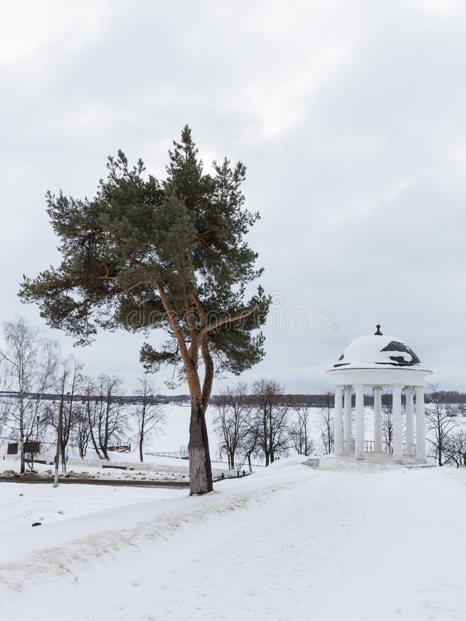 Pavillon Ostrovsky im Winter, Kostroma stockfotos