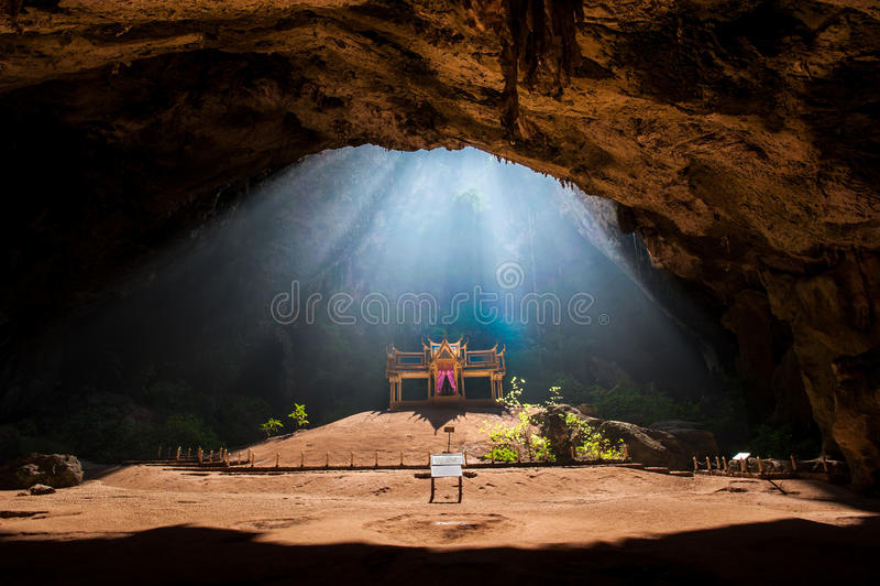 Pavillon royal dans la caverne de Phraya Nakhon, Khao Sam Roi Yot Nation photographie stock libre de droits