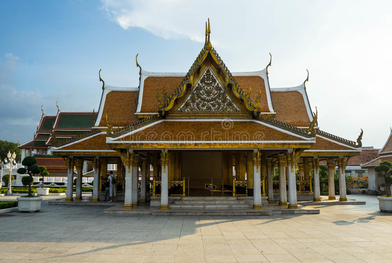 Pavillon royal Mahajetsadabadin sur le fond de ciel bleu image stock