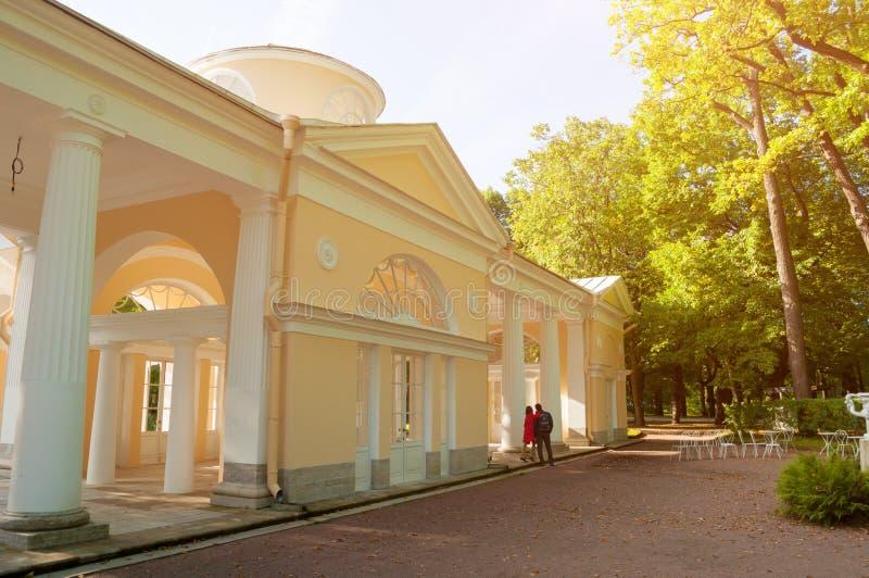 Pavillon Voliere-Gebäude am Pavlovsk-Parkgebiet in Pavlovsk nahe St Petersburg, Russland stockfotografie