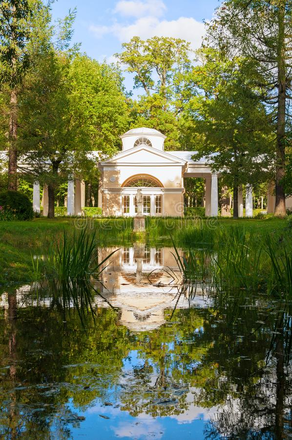 Pavillon Voliere-Gebäude am Pavlovsk-Parkgebiet in Pavlovsk, St Petersburg, Russland stockbild