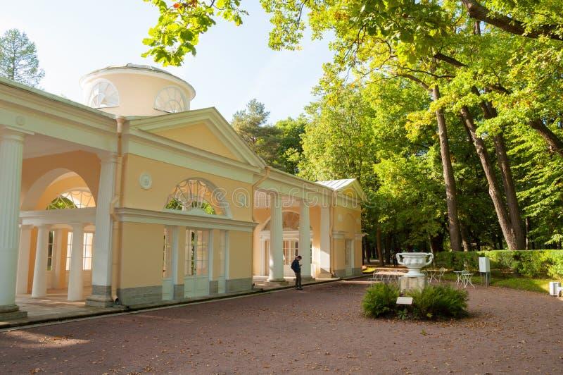 Pavillon Voliere-Gebäude am Pavlovsk-Parkgebiet in Pavlovsk, St Petersburg, Russland lizenzfreie stockfotos
