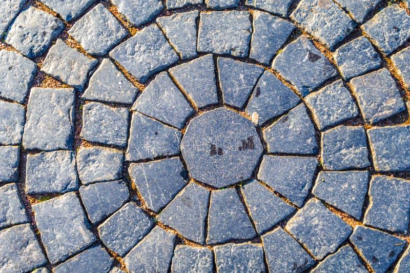 pavimentar Teste padrão circular da pedra quadrada Pavimento no projeto do vintage que pavimenta o fundo quadrado da textura do t foto de stock royalty free