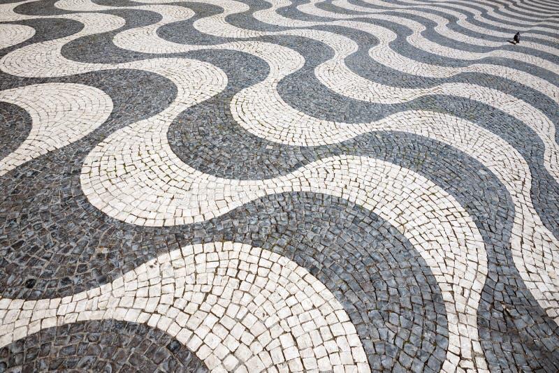 Pavimentazione al quadrato di Rossio a Lisbona, Portogallo fotografie stock