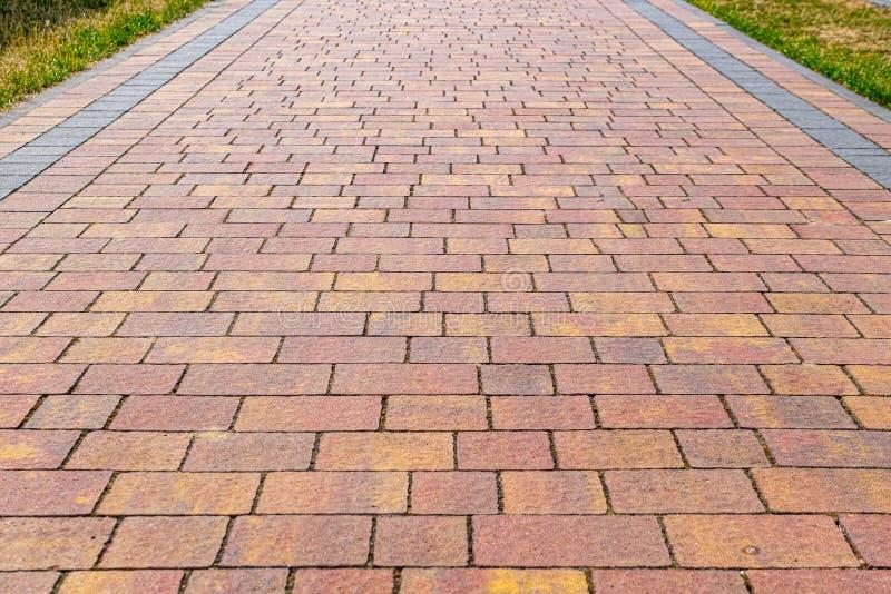 Pavimentazione con le pietre per lastricati rosse fotografia stock libera da diritti