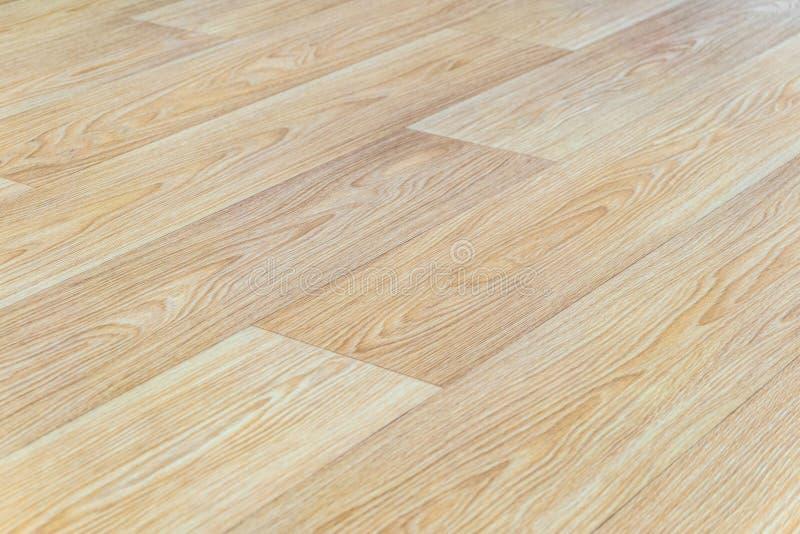 Pavimentazione del linoleum con il primo piano di legno leggero impresso di struttura Prospettiva orizzontale della disposizione fotografia stock