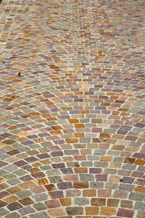 Pavimentazione e marmo dell'estratto dell'Italia Varese della via di Besnate immagini stock
