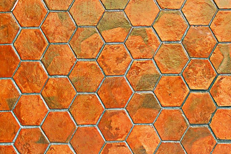 Pavimentazione in piastrelle arancio per il modello ed il fondo fotografia stock libera da diritti