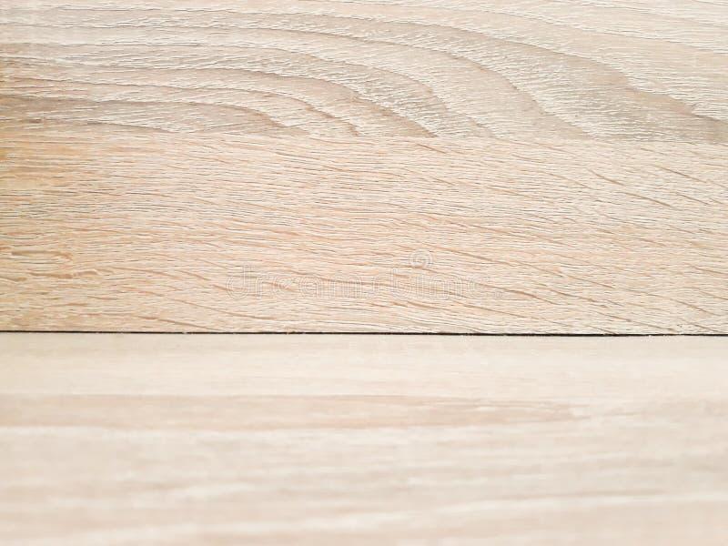 Pavimenti di legno della luce del fondo ed inserzioni marroni fotografie stock