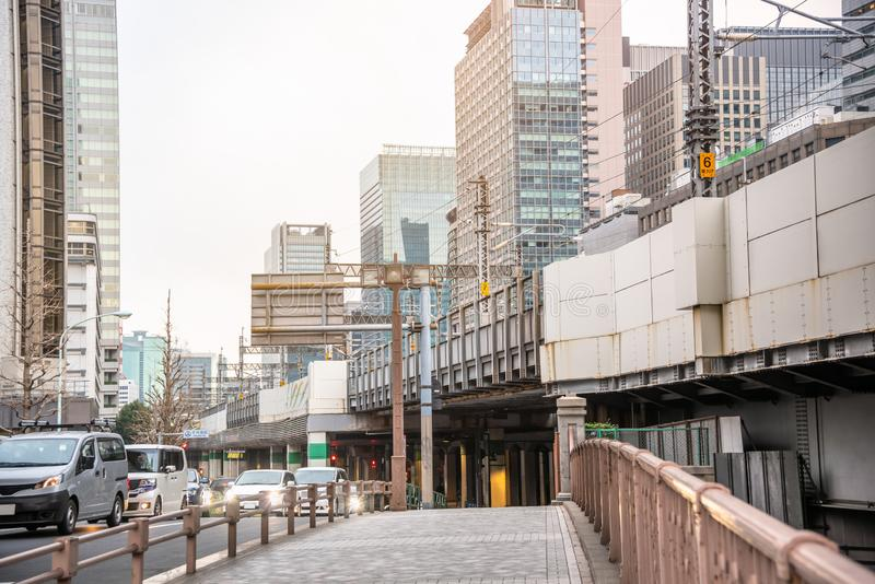 Pavimento abandonado a lo largo de un puente del camino en Tokio central foto de archivo libre de regalías