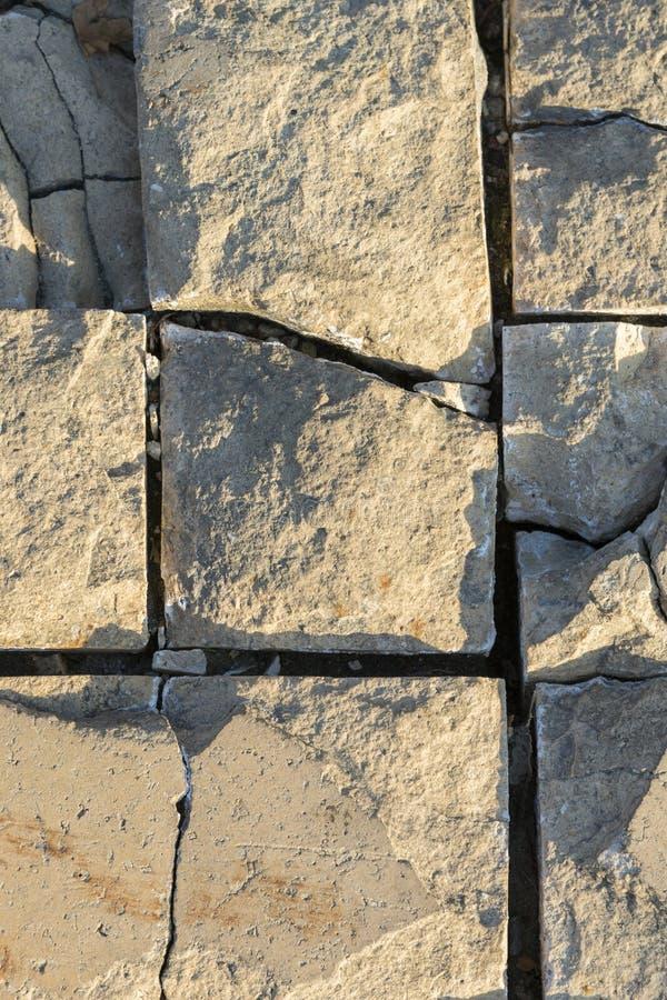 Pavimento de estrada de pedra velho como um fundo para algo Estrada de pedra velha Foto vertical foto de stock