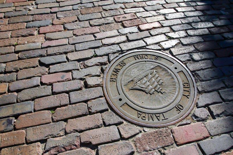 Pavimento del brics en la ciudad vieja de Tampa del centro de ciudad, en Centro Ybor imágenes de archivo libres de regalías