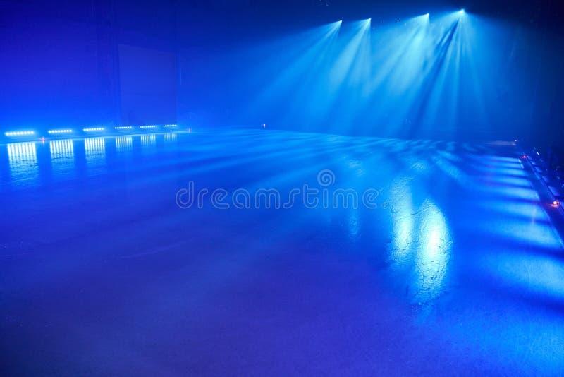 Pavimento del ghiaccio con le luci della fase per la danza su ghiaccio fotografia stock libera da diritti