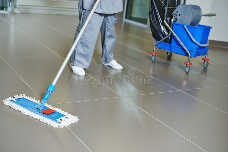 Pavimento di pulizia
