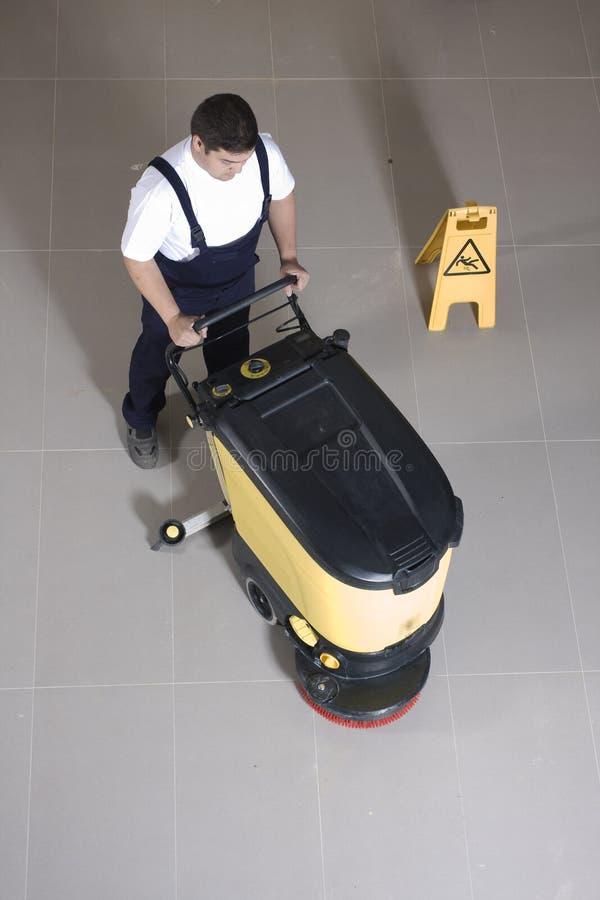 Pavimento di pulizia con la grande macchina fotografie stock