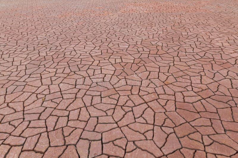 Pavimento e godo vermelho, trabalhos em curso no assoalho com telhas e pavimentação antes de rebocar imagens de stock royalty free