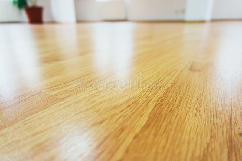 Pavimento laminato di legno immagini stock