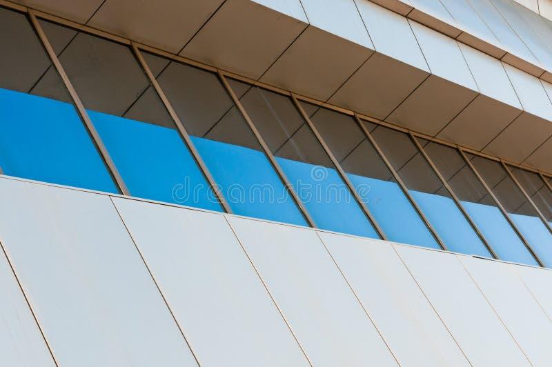 Pavimento moderno di configurazione con le finestre fotografie stock