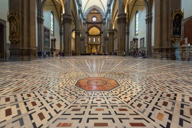 Pavimento nella basilica di Santa Maria del Fiore a Firenze immagini stock