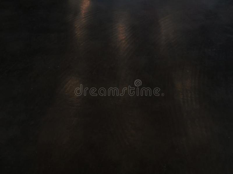 Pavimento nero antico, sfondo scuro, pavimentazione in gomma, fili neri, trama grattugiata fotografia stock libera da diritti