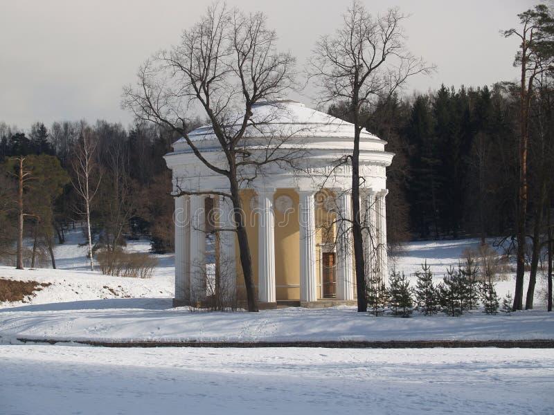 Pavlovsk El templo de la amistad en parque del invierno foto de archivo libre de regalías