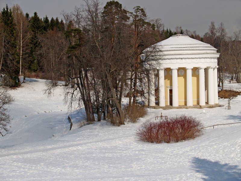 Pavlovsk El templo de la amistad en parque del invierno fotografía de archivo libre de regalías