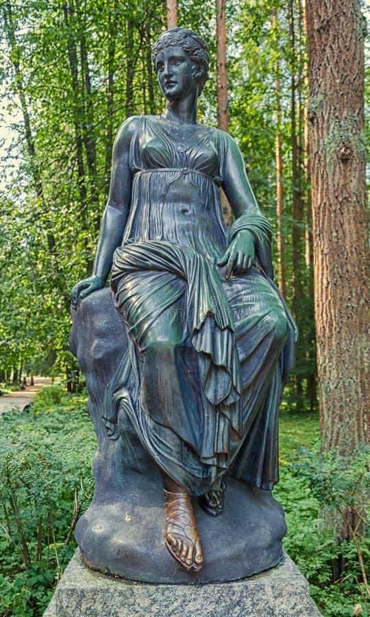Pavlovsk Park Oude Sylvia & x28; Twaalf paths& x29; standbeelden clio royalty-vrije stock foto