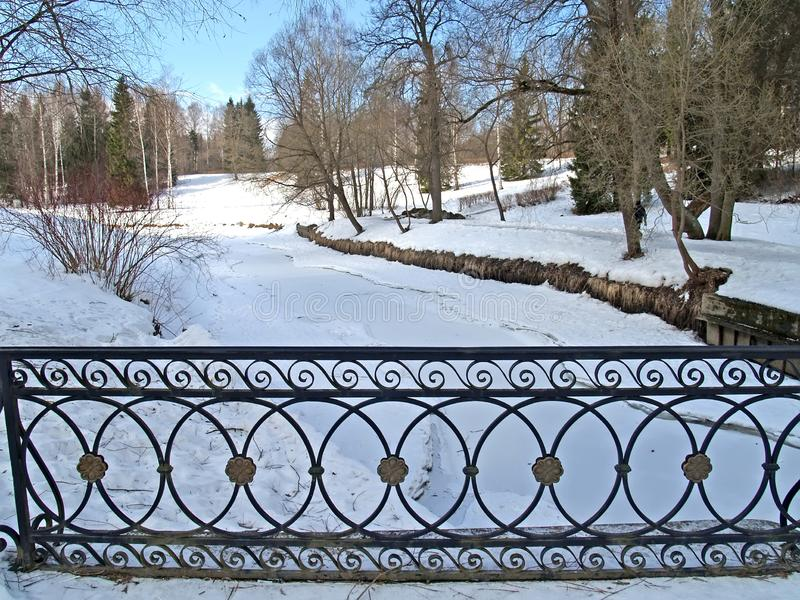 Pavlovsk, Rusia Una vista del río de Slavyanka en día de invierno fotografía de archivo libre de regalías