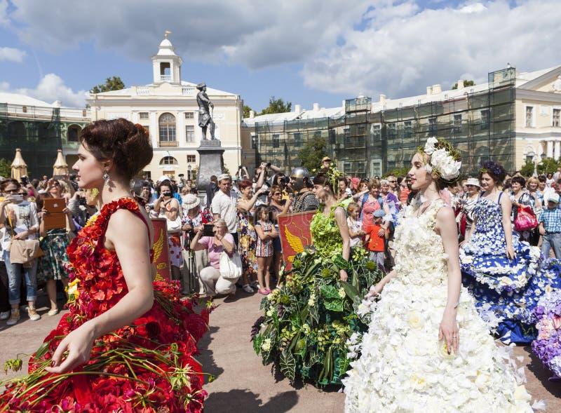 PAVLOVSK, RUSLAND - JULI 18, 2015: De foto van Bloem toont festival royalty-vrije stock afbeelding