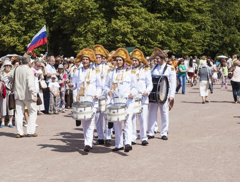 PAVLOVSK, RUSLAND - JULI 18, 2015: Foto van Slagwerkers stock foto