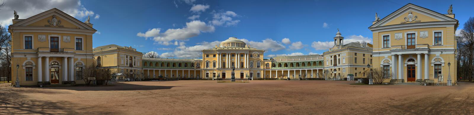 Pavlovsk, St Petersburg, Russland - 16. April 2018 Panorama des Pavlovsk-Palastes stockfotos