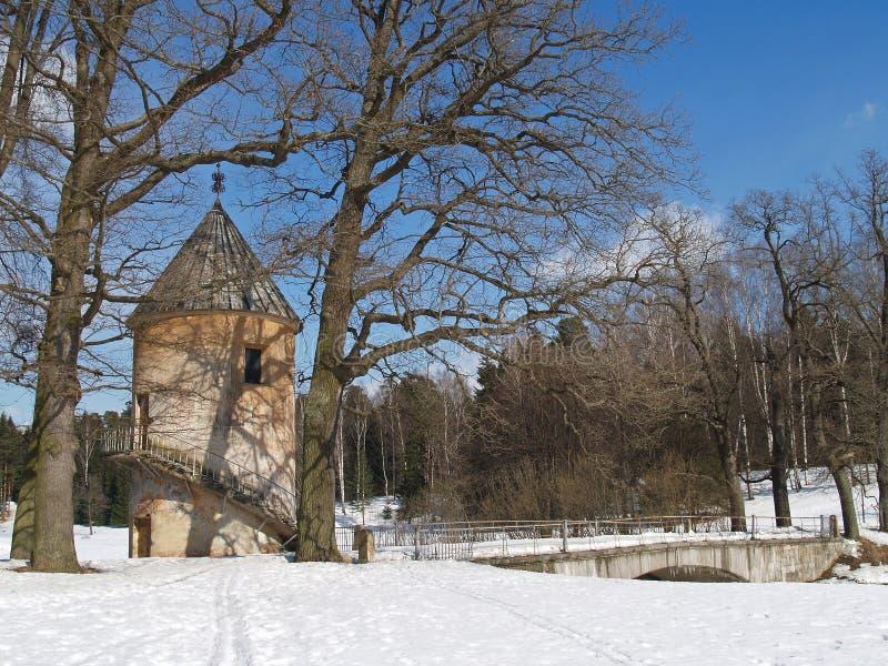 Pavlovsk Torre de Pil y puente de Pilbashenny fotografía de archivo
