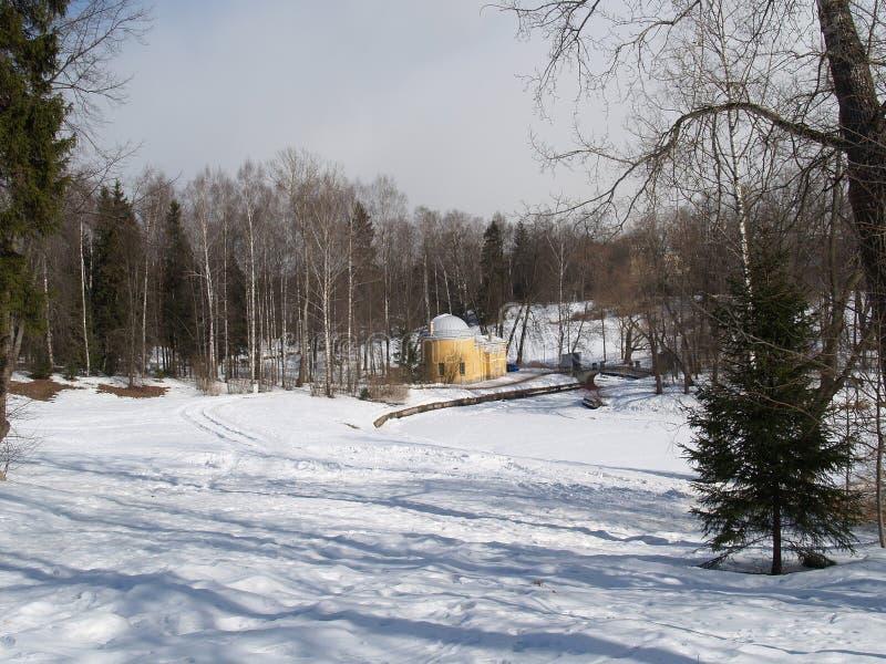 Pavlovsk Vista del baño del frío del pabellón imagen de archivo