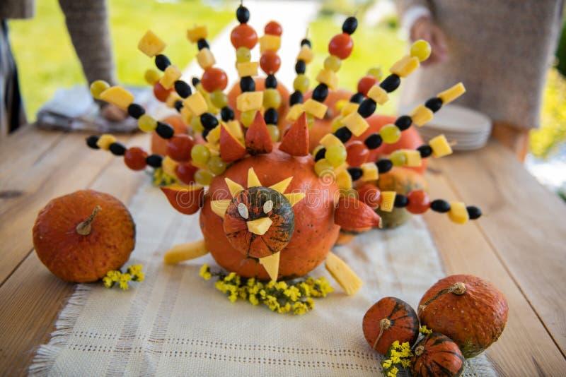 Pavo creativo que es hecho con las verduras y las frutas imagen de archivo libre de regalías