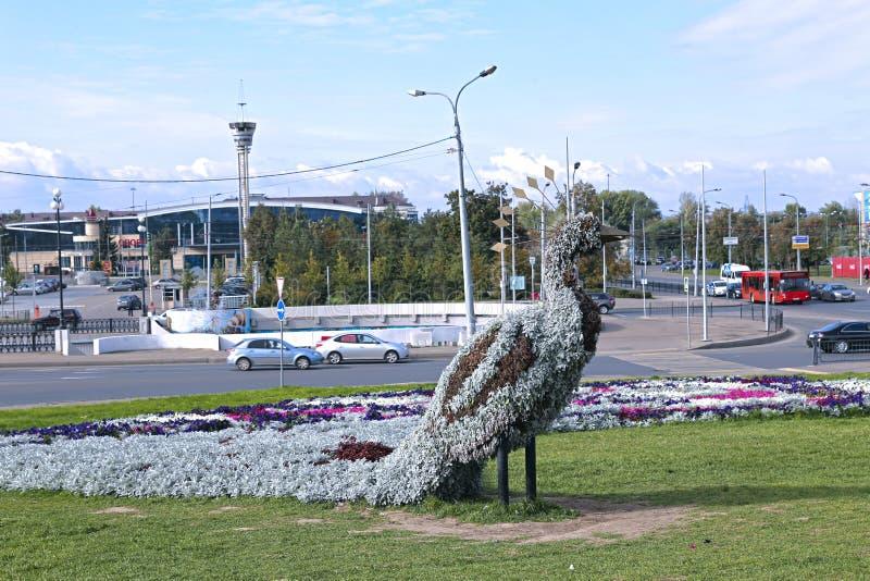 Pawia postać robić up kwiaty zdjęcie stock