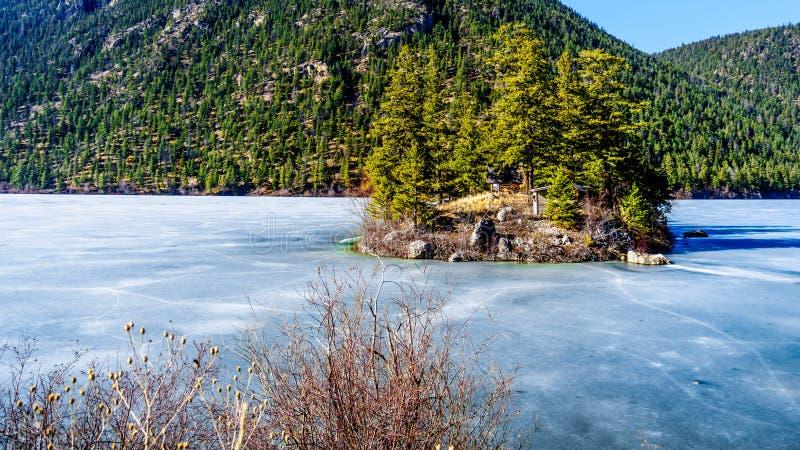Pawilon jezioro w Marmurowym jaru prowincjonału parku, kolumbia brytyjska, Kanada fotografia royalty free