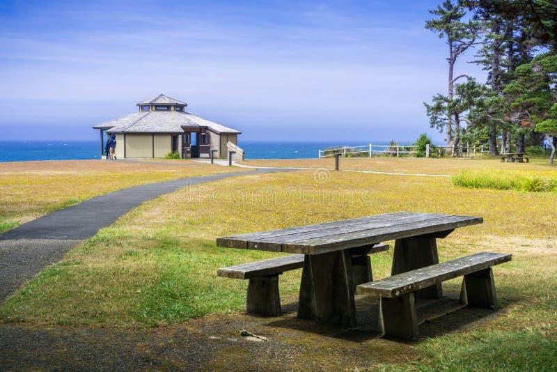 Pawilon na linii brzegowej Pacyficzny ocean obraz royalty free
