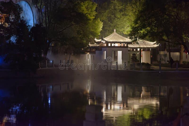 pawilonu i tarasu pawilonu parka noc zdjęcie royalty free