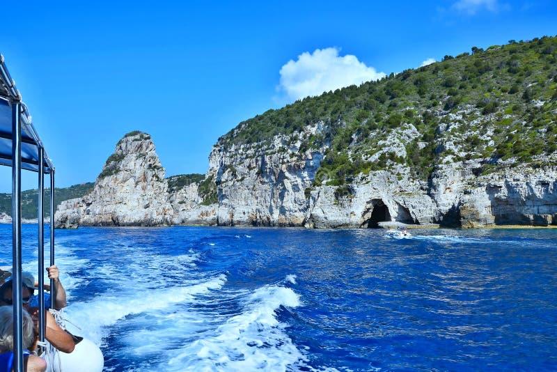 Paxos-cruzeiro de Grécia, ilha em torno da ilha imagem de stock