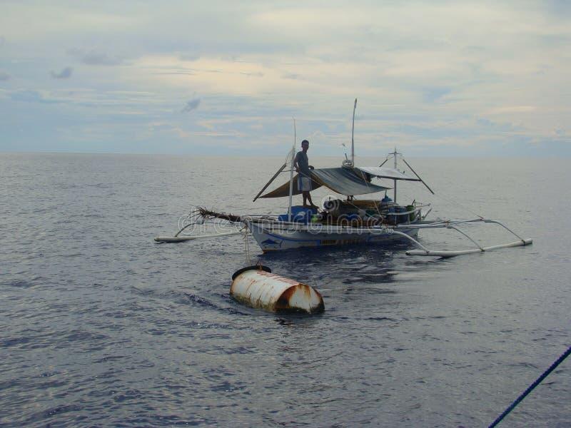 Payaos de manies employés par la pêche artisanale de ligne à main pour le thon de truite saumonnée dans les Philippines photo libre de droits